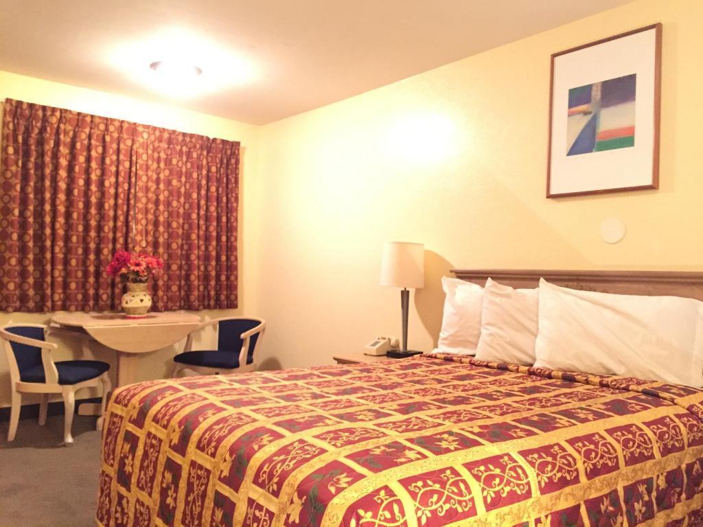 One Queen Bed Non Smoking Beachway Inn Motel