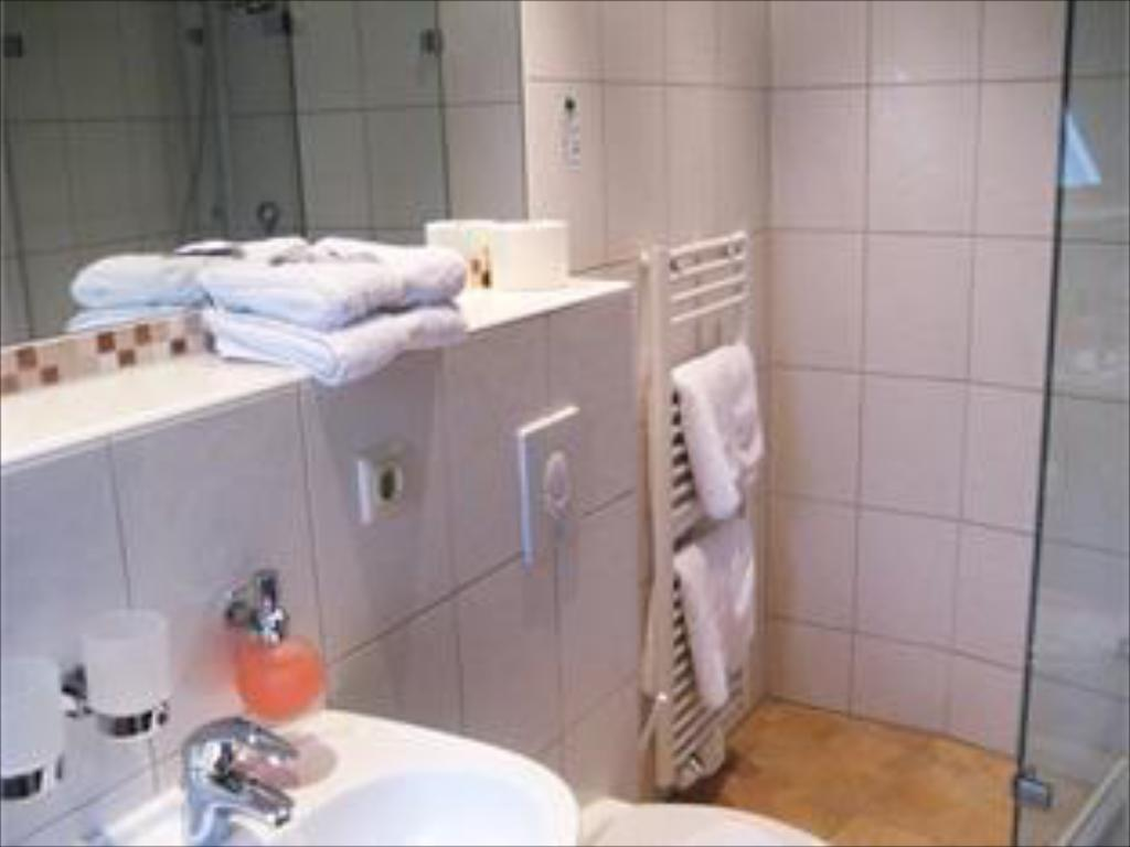 Bathroom Hotel-Restaurant 1735