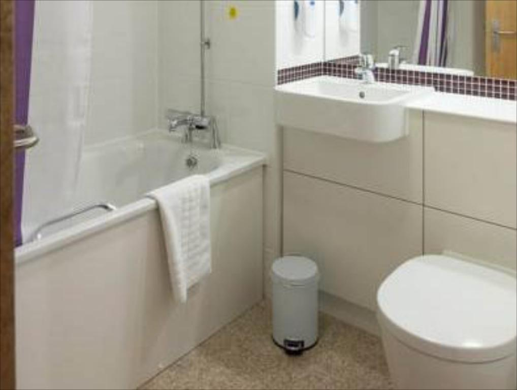 Bathroom Premier Inn Telford Central
