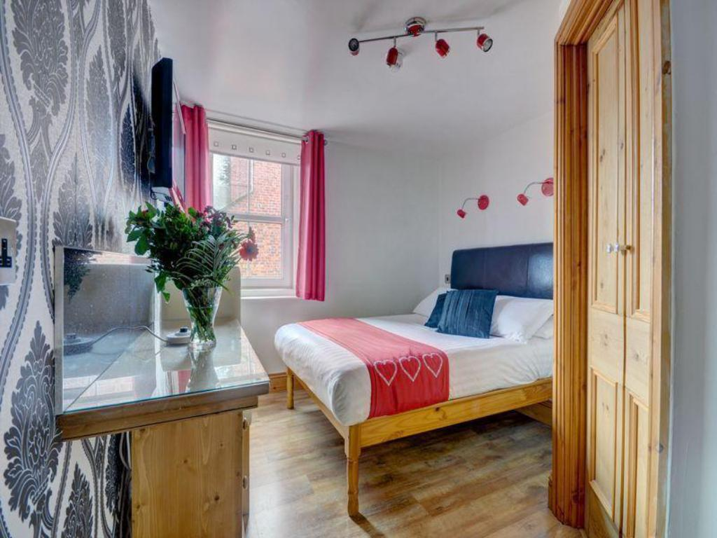 Compact Double - Guestroom Elford House