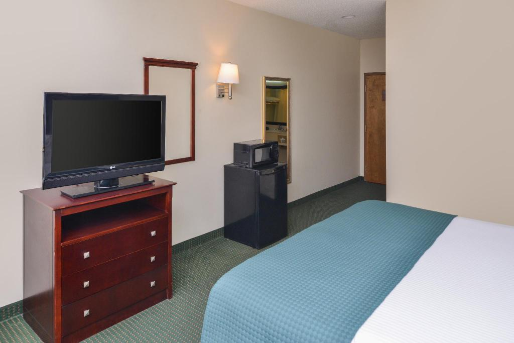 Accessible King Americas Best Value Inn Wiggins