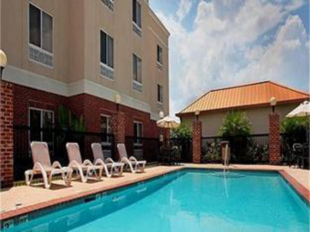Piscina Holiday Inn Express Hotel & Suites Scott-Lafayette West