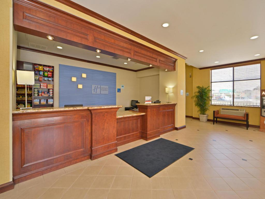 Holiday Inn Express LaGuardia Airport in New York (NY) - Room Deals ...