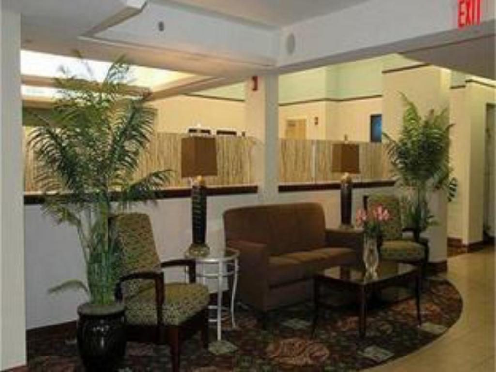 Lobby Holiday Inn Express Cape Coral-Fort Myers Area