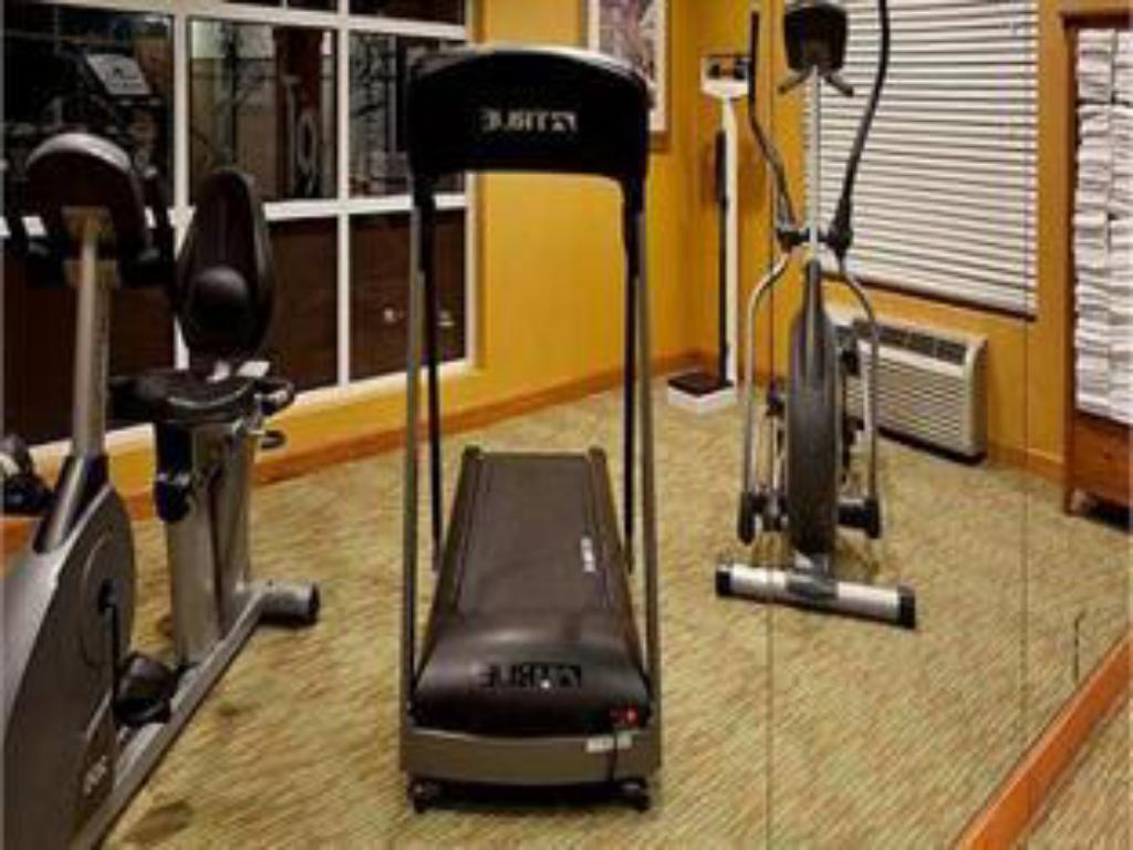 fitnesscenter Holiday Inn Express Hotel & Suites Charleston - North