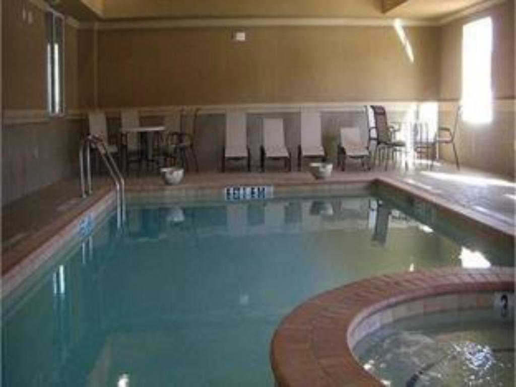 Swimming pool Holiday Inn Express Hotel & Suites Huntsville