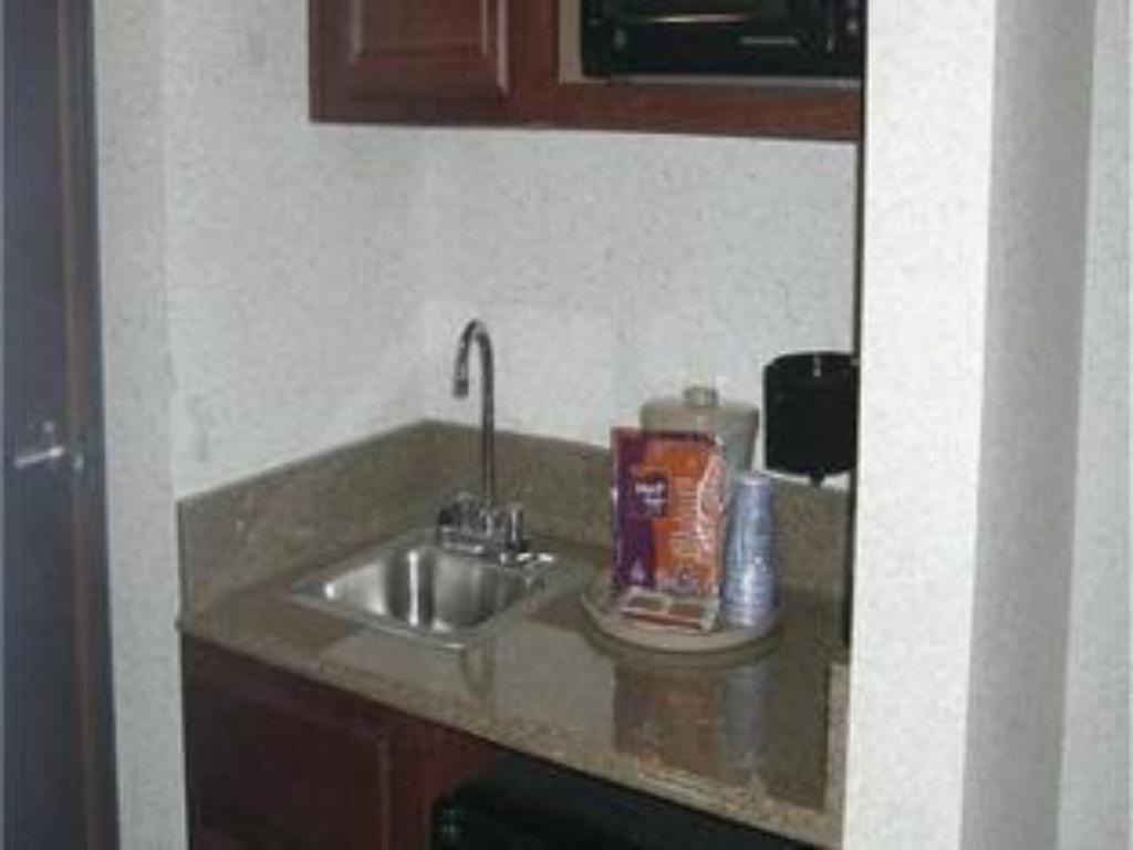 Bathroom Holiday Inn Express Hotel & Suites Lufkin South