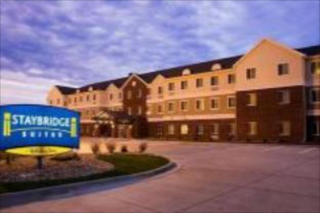 Hotellet från utsidan Staybridge Suites Sioux Falls At Empire Mall Hotel