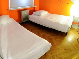 Doppia con Letti Separati e Bagno in Comune (Twin Room with Shared Bathroom)