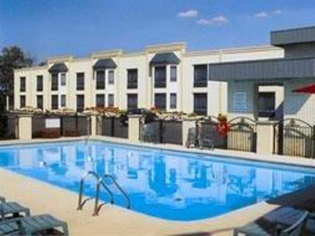 Comfort Inn Fallsview in Niagara Falls (ON) - Room Deals, Photos & Reviews