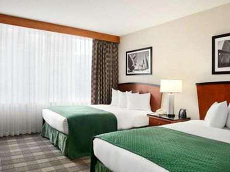 Suite Accessible Embassy Suites Chicago Downtown Magnificent Mile