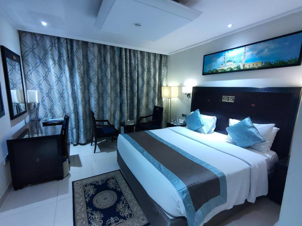 Classic Room - Bed Smana Hotel