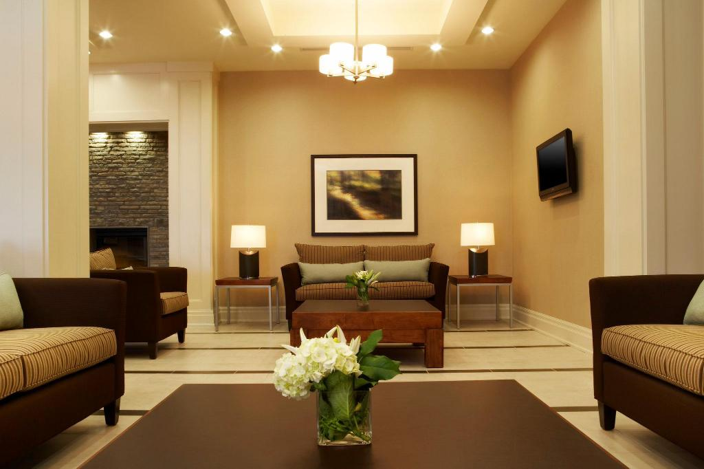 Lobby Holiday Inn Express & Suites Vaughan Southwest