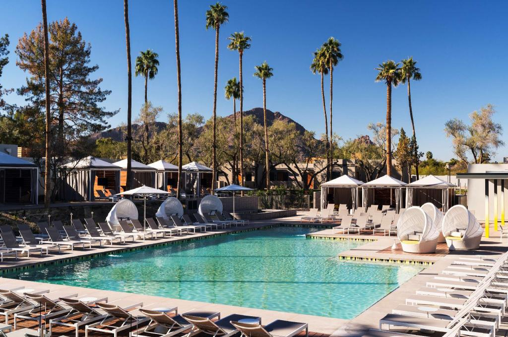 Swimming pool [outdoor] Andaz Scottsdale Resort Spa a concept by Hyatt