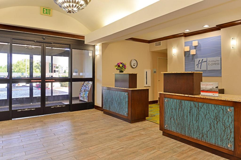 Lobby Holiday Inn Express Fresno River Park Highway 41