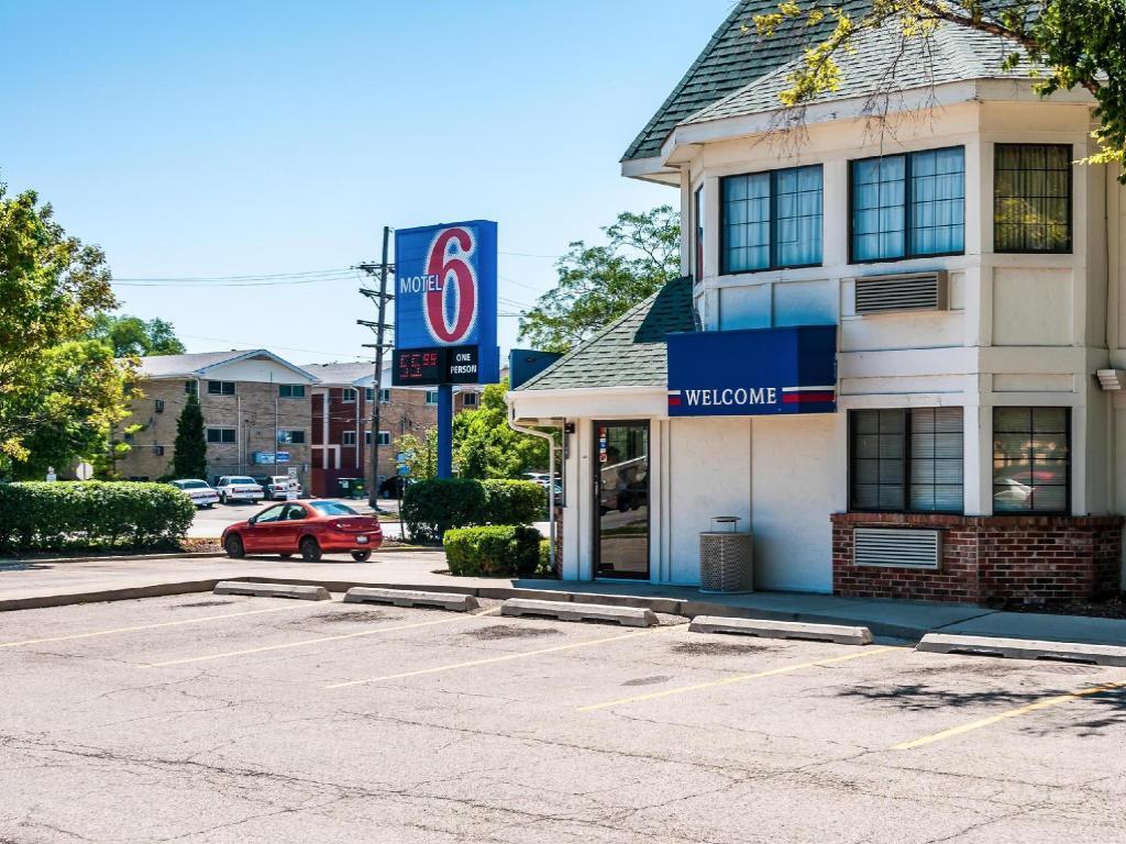 Motel 6 Chicago O Hare Schiller Park In Chicago Il Room Deals