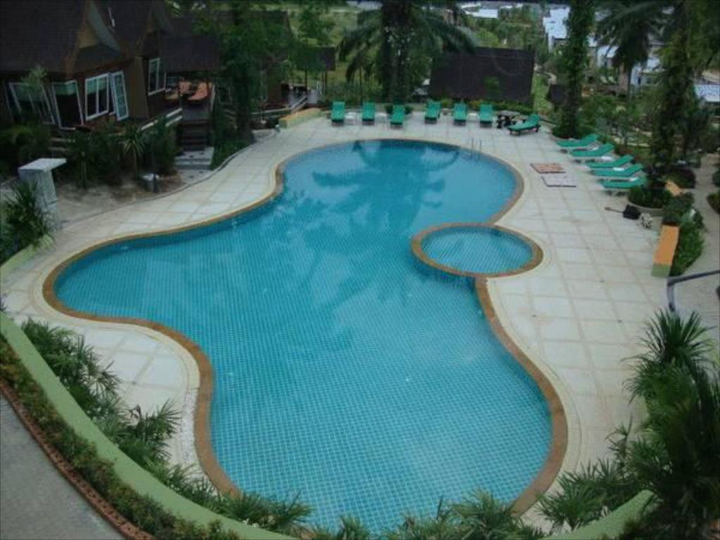 Swimming pool Palm Paradise Resort
