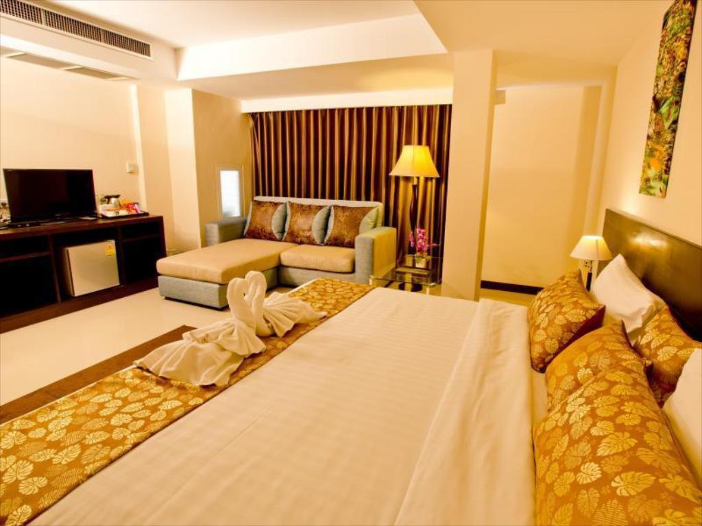 Suite with breakfast + Round Trip Transfer - Guestroom