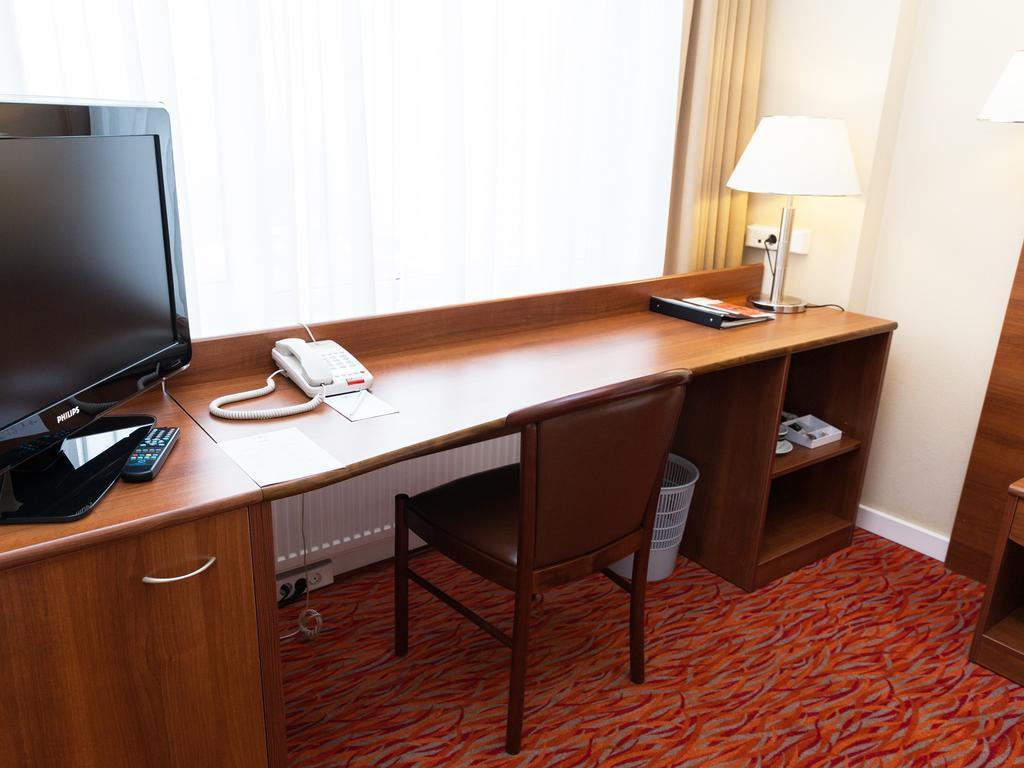 Single - Desk Maxima Panorama
