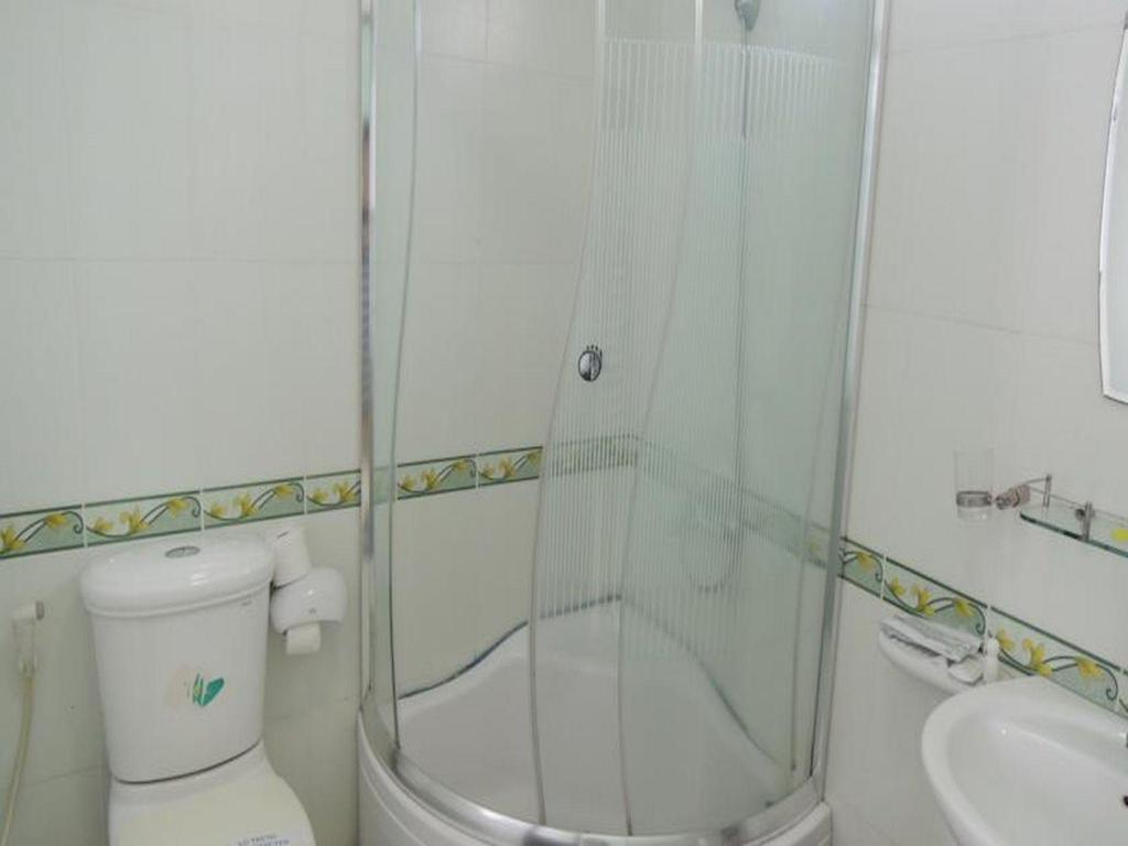 Standard Double Bed - Bathroom Golden Dragon Hotel Nha Trang