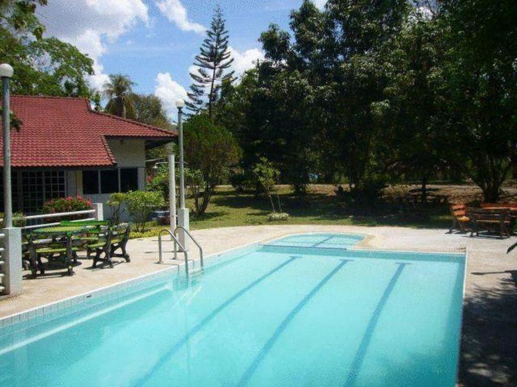 Swimming pool Saiyok River House