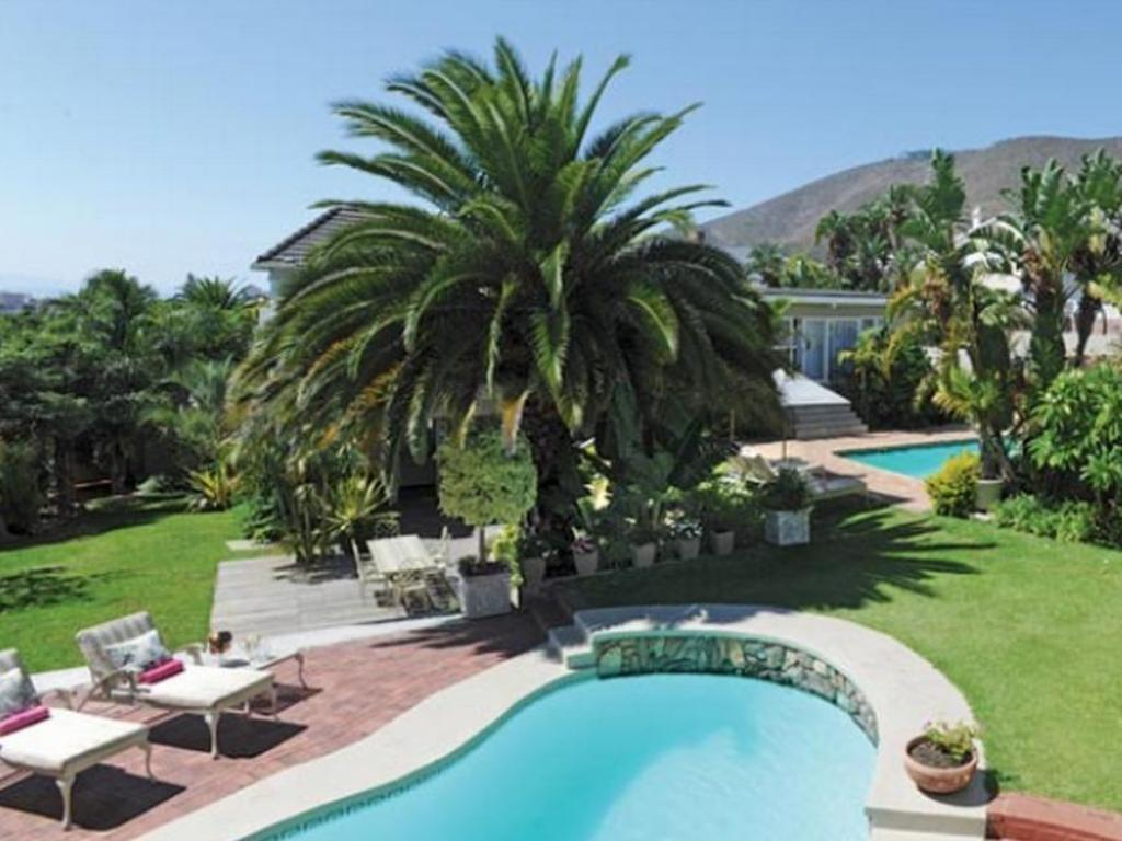Swimming pool The Clarendon Fresnaye Hotel