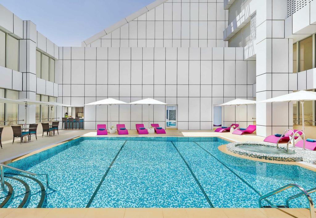 Courtyard by marriott riyadh olaya in saudi arabia room - Hotels in riyadh with swimming pools ...