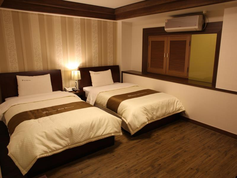 Superior Twin Bed Room