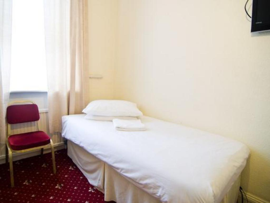 Single with Shared Bathroom - Bed Five Kings Hotel