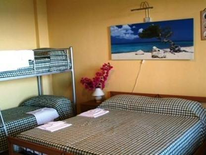 Tripla Vista Mare (Triple Room with Sea View)