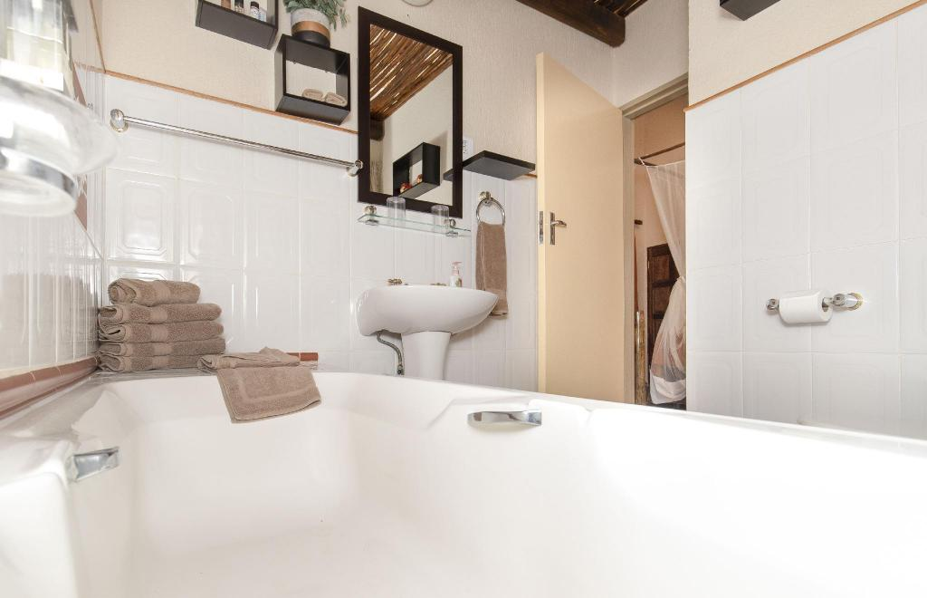 Double or Twin Room - Bathroom