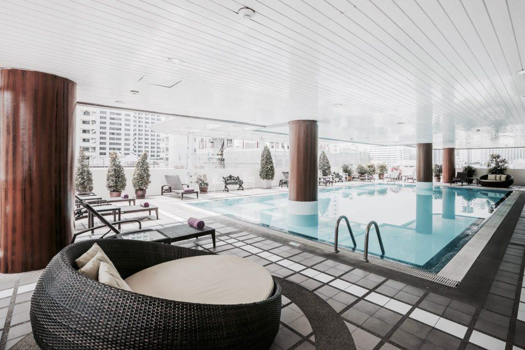 Swimming pool Phachara Suites Sukhumvit
