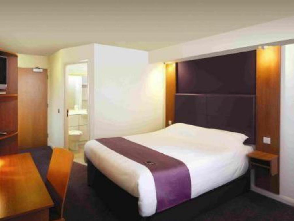 Standard Accessible - Guestroom Premier Inn Stafford North - Hurricane
