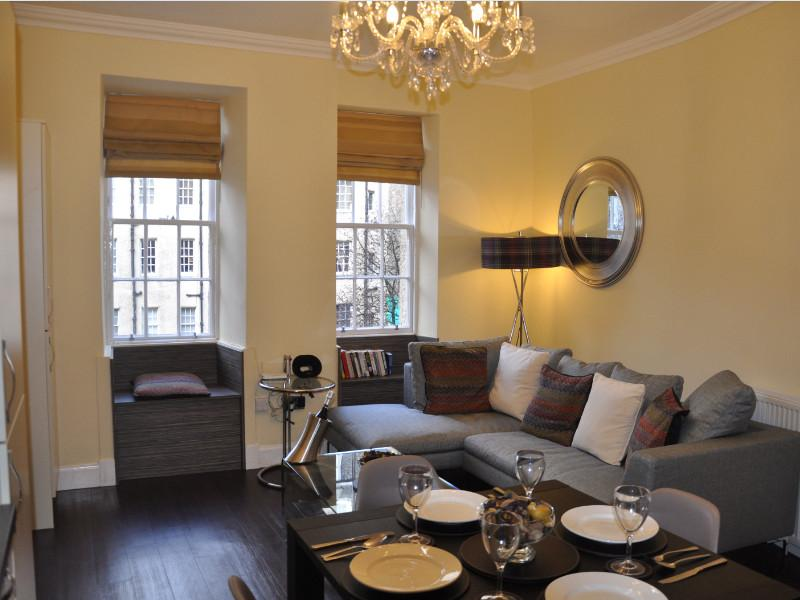 Deluxe Two-Bedroom Apartment - Grassmarket (6 Adults)