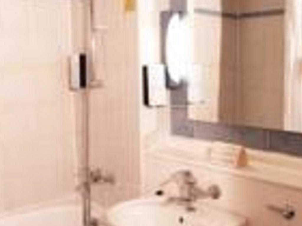 Bathroom Hotel Campanile Hull City Centre