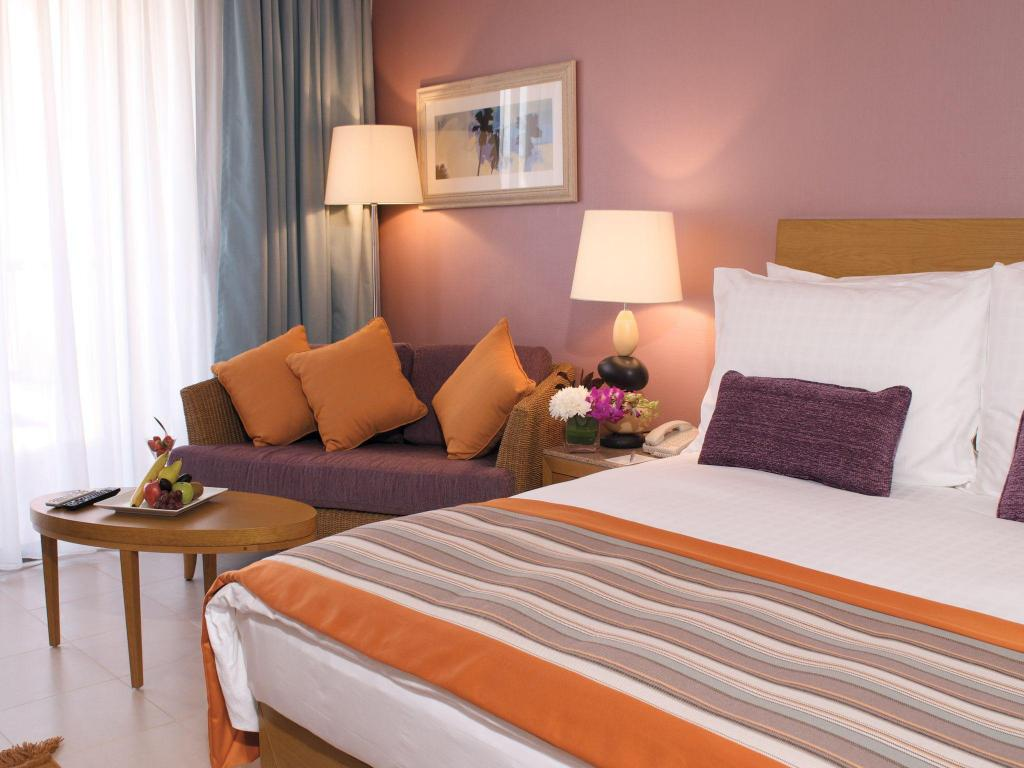 Superior King - Bed Movenpick Resort & Spa Tala Bay Aqaba