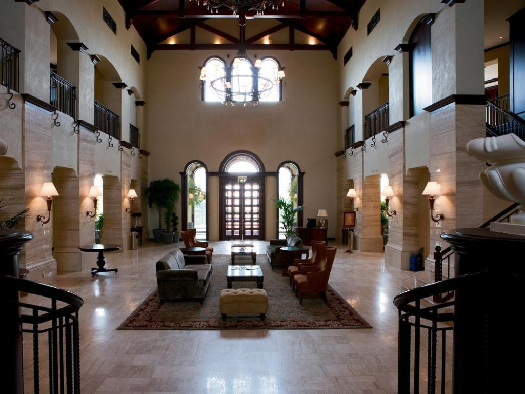Foyer Arabian Ranches Golf Club