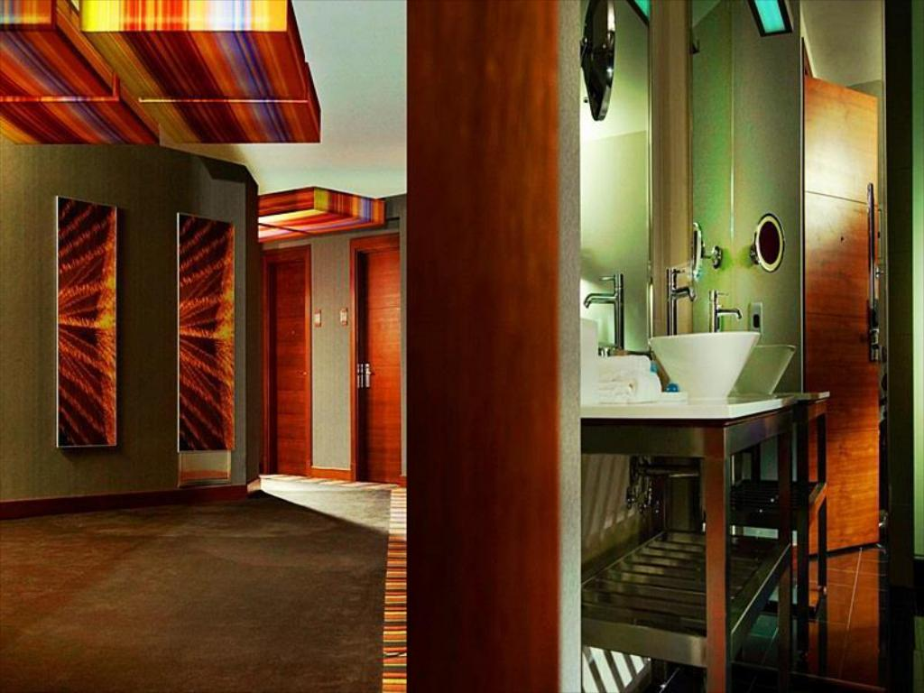 Loft - Bathroom Aloft Abu Dhabi