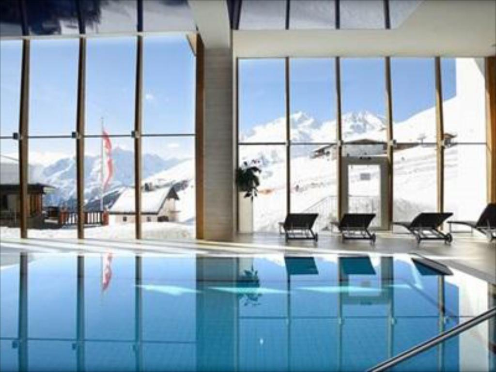 Swimming pool Hotel Edelweiss