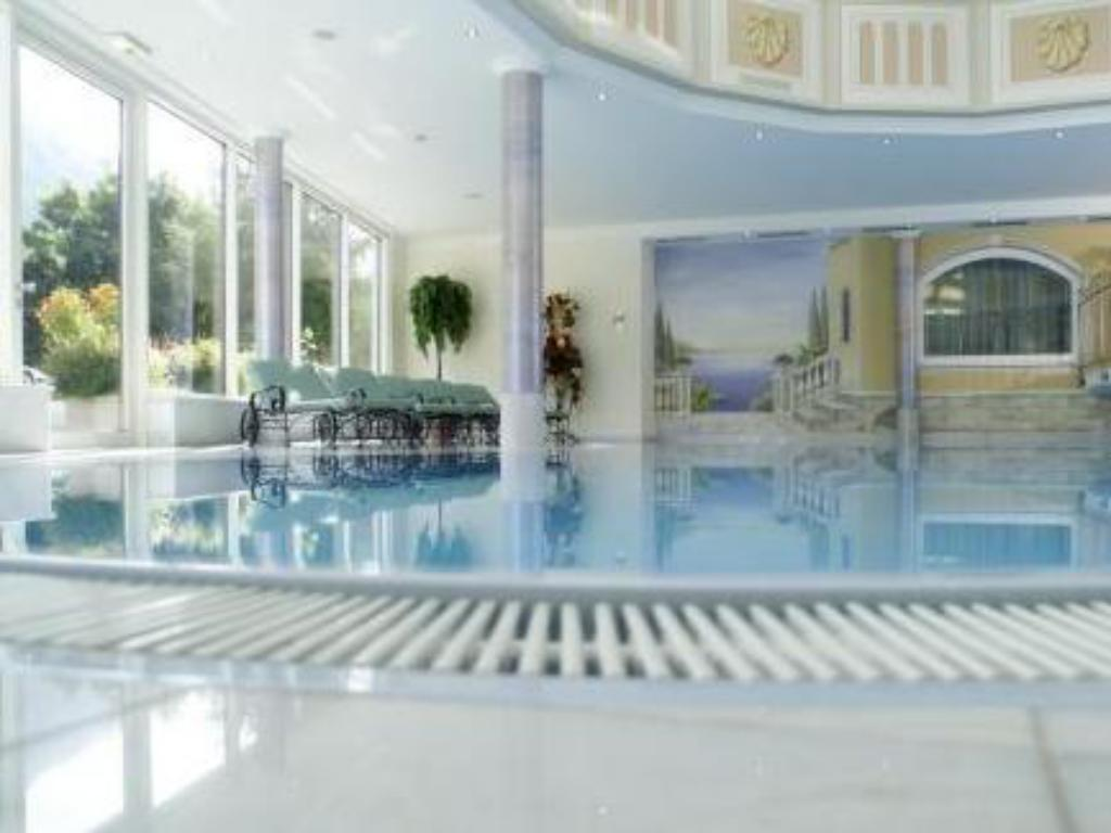 Swimming pool Hotel Regina