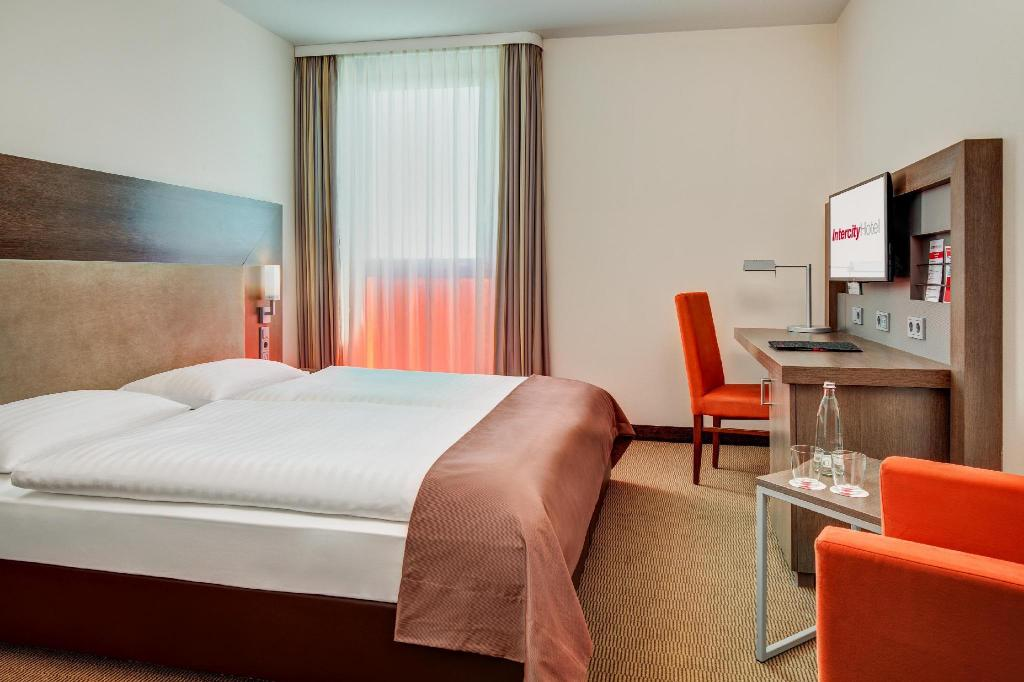 Standard Double Room - Bed InterCityHotel Berlin Brandenburg Airport