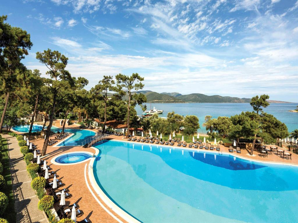 Swimming pool Rixos Premium Bodrum