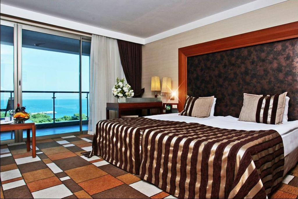 Standard Room with Sea View - Bed Rixos Sungate Hotel