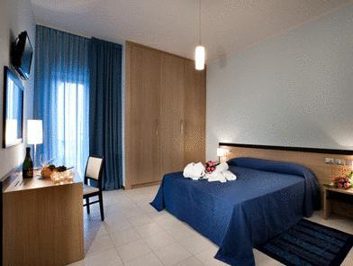 Quarto de casal com janela (Double Room with Window)
