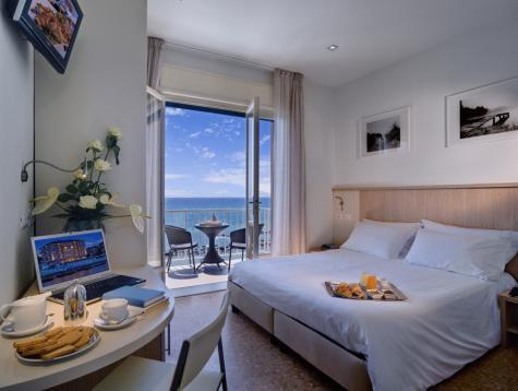 Superior Double numurs ar jūras skatu (Superior Double Room with Sea View)