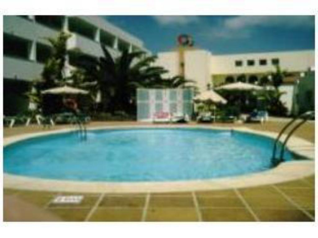 Swimming pool SBH Monica Beach Resort
