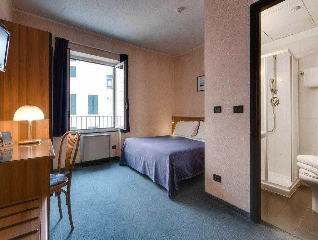 Economy 1 Queen Bed - No Smoking - Guestroom Comfort Hotel Europa Genova City Centre