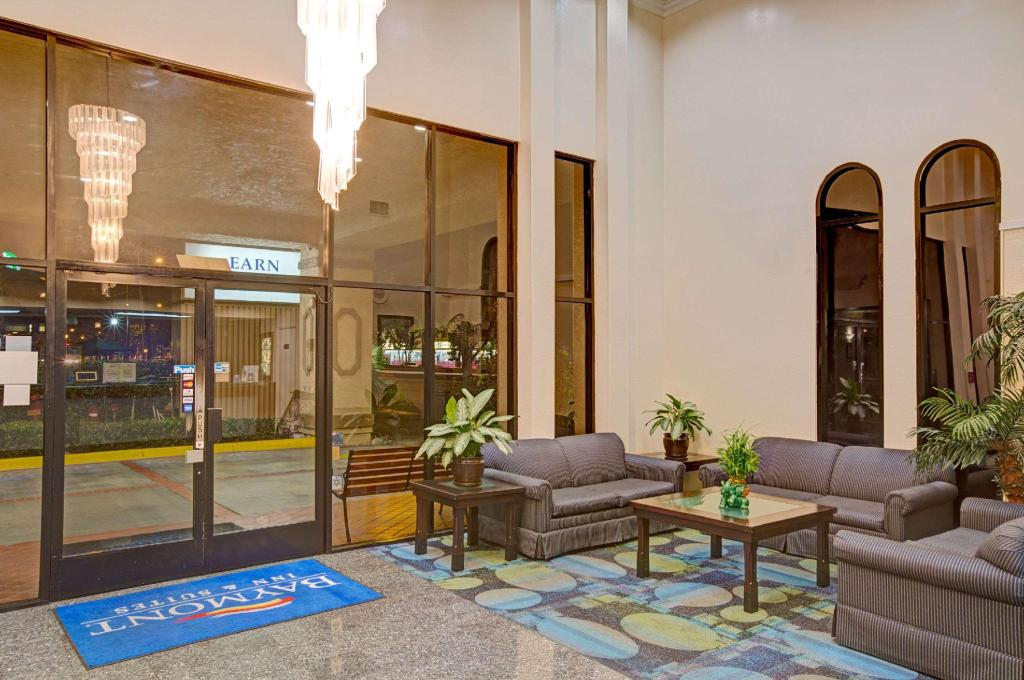 Lobby Baymont by Wyndham LAX/Lawndale