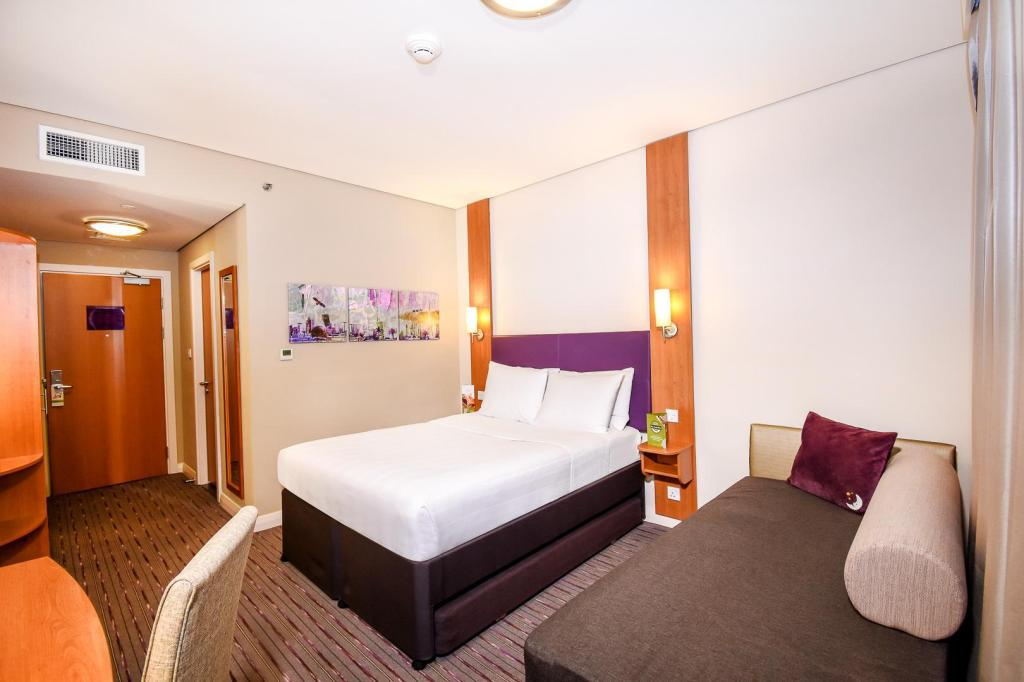 Double Room - Bedroom Premier Inn Dubai International Airport