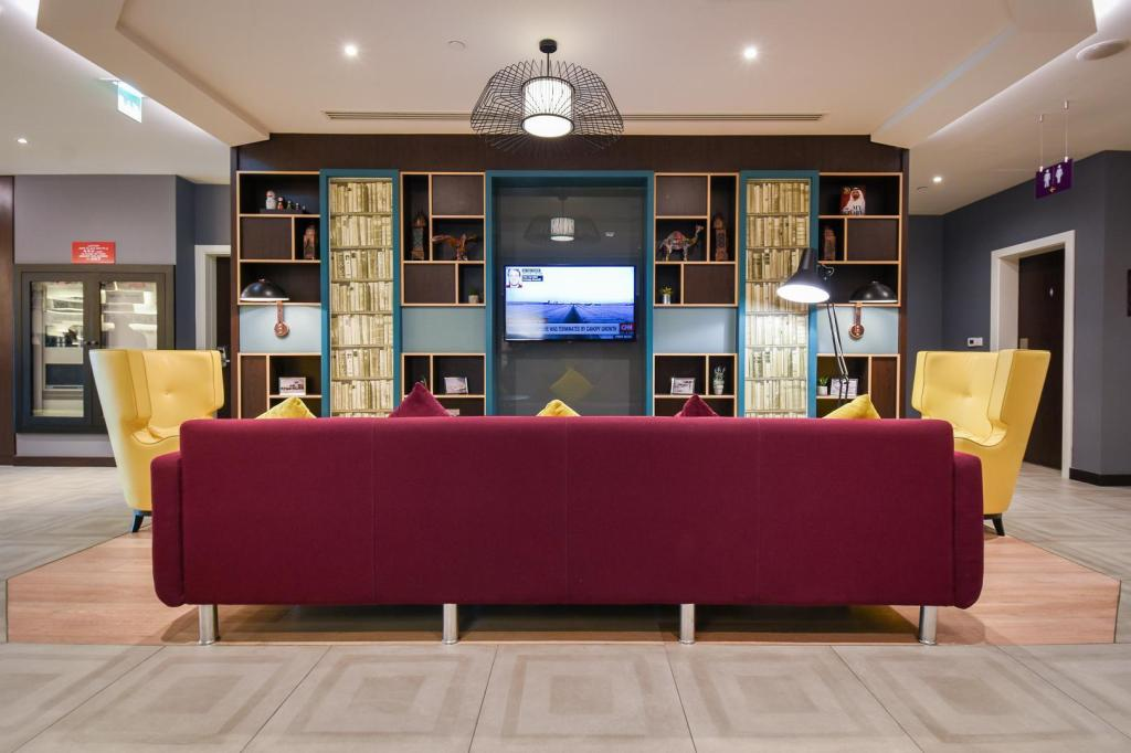 Lobby Premier Inn Dubai International Airport
